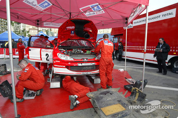 Marlboro Peugeot Total service area