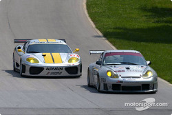 The ACEMCO Ferrari 360 Modena makes a move on the Orbit Racing Porsche