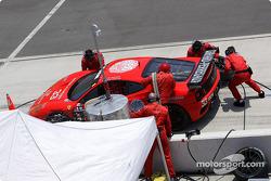 The crew of the #33 Scuderia Ferrari of Washington Ferrari 360GT fuels the car and changes tires.