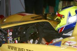 Pitstop for #24 Rachel Welter WR LMP01-Peugeot: Gavin Pickering