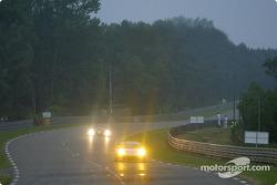 Cars approache Porsche curves