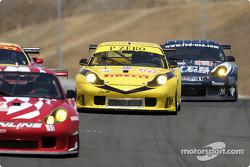 A field of Porsche's negotiates entering T6