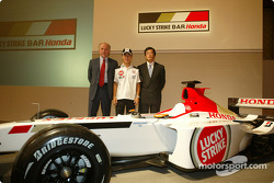 Takuma Sato is announced as full time BAR Honda driver for the 2004 Formula One World Championship, Tokyo, Japan: David Richards, Takuma Sato and Takeo Kiuchi