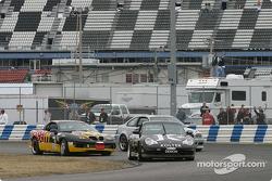 Start: #91 Doncaster Racing Porsche 996: Kenny Wilden, Robert Julien leads the field