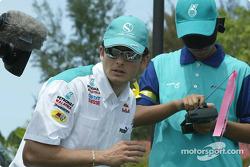 Sauber Petronas drivers visit Bintulu: Giancarlo Fisichella