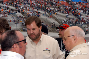 Eddie Gossage (middle) and Bruton Smith (right)