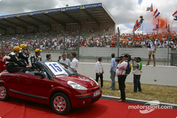 Drivers presentation: Chris Dyson, Katsumoto Kaneishi and Jan Lammers who wave to the Dutch fans