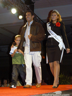 Luke De Ferran, Helio Castroneves and 500 Festival Queen Jennifer McConnell
