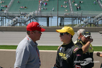 Al Unser Jr. and Al Unser discus strategy before the race