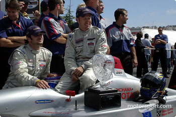 Jon Fogarty celebrates win and Atlantic Series 2004 championship with his team