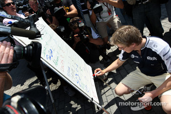 Nico Hulkenberg, Williams F1 Team, The drivers predict the score for the England v Germany football match