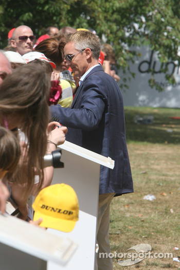Martin Whitmarsh signs autographs