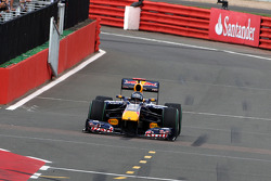 Sebastian Vettel, Red Bull Racing comes into the pits with a broken front wing
