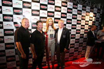 Party on John Street: Al Unser Jr., Michael Andretti a Johnny Rutherford
