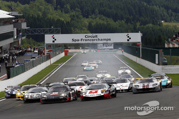 Start: #11 Mad-Croc Racing Corvette Z06: Xavier Maassen, Jos Menten, #38 All-Inkl.com Münnich Motorsport Lamborghini Murcielago R: Nicky Pastorelli, Dominik Schwager battle for the lead