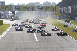 Alexander Rossi leads Josef Newgarden, Robert Wickens and the field at the start of the race
