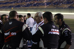 Roger Penske and Team Penske team members celebrate Helio Castroneves' win