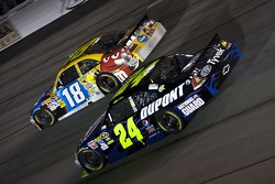 Kyle Busch, Joe Gibbs Racing Toyota and Jeff Gordon, Hendrick Motorsports Chevrolet