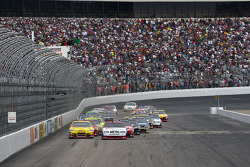 Start: Brad Keselowski, Penske Racing Dodge leads Clint Bowyer, Richard Childress Racing Chevrolet