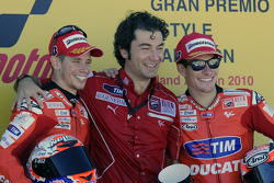 Podium: race winner Casey Stoner, Ducati Marlboro Team, third place Nicky Hayden, Ducati Marlboro Team