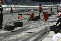 Penske crew waits for Will Power, Team Penske to pit