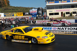 Jeg Coughlin Jr. competes against Greg Anderson during round 1