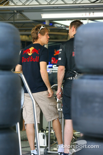 Sebastian Vettel, Red Bull Racing looking at his car