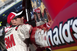 Jamie McMurray, Earnhardt Ganassi Racing Chevrolet and Greg Biffle, Roush Fenway Racing Ford