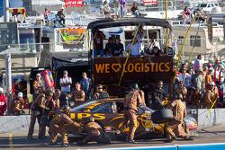 Pit stop for David Ragan, Roush Fenway Racing Ford