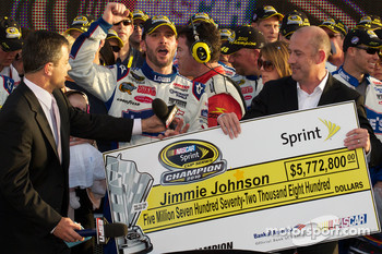Championship victory lane: NASCAR Sprint Cup Series 2010 champion Jimmie Johnson, Hendrick Motorsports Chevrolet accepts the winning check