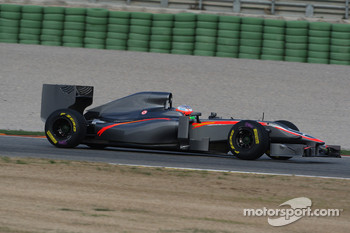 Narain Karthikeyan, Hispania Racing F1 Team in last years car