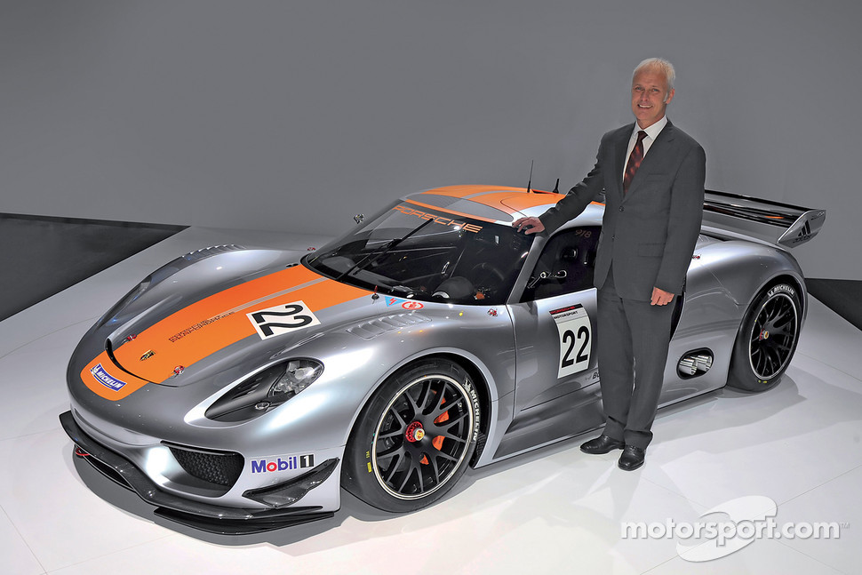 Matthias Müller, President and CEO of Porsche AG, presents the Porsche 918 RSR