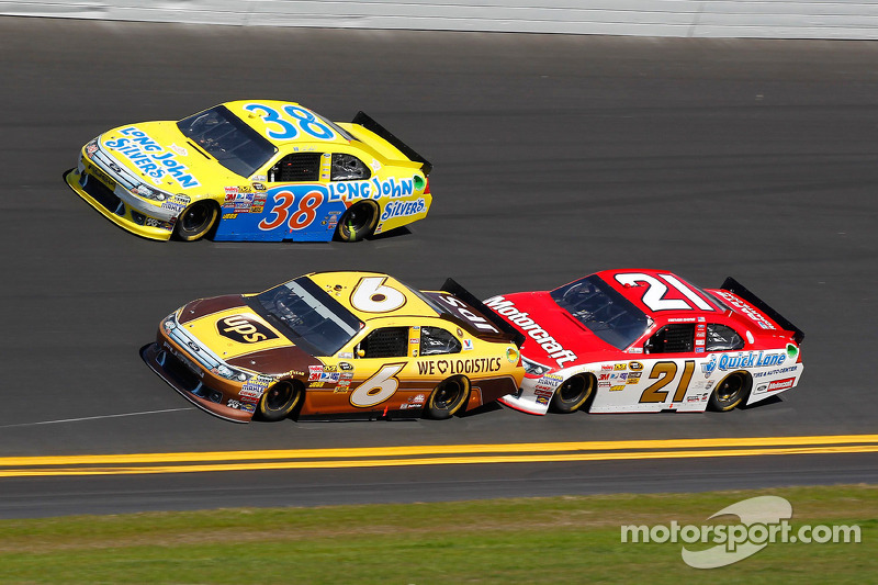 David Ragan, Roush Fenway Racing Ford, Travis Kvapil, Front Row Motorsports Ford, Trevor Bayne, Wood Brothers Racing Ford