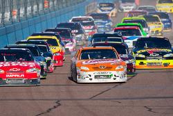 Kyle Busch, Joe Gibbs Racing Toyota and Tony Stewart, Stewart-Haas Racing Chevrolet