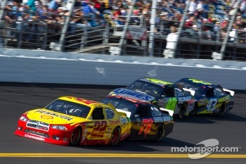 Kurt Busch, Penske Racing Dodge and Regan Smith, Furniture Row Racing Chevrolet