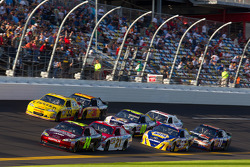 Jeff Gordon, Hendrick Motorsports Chevrolet and Trevor Bayne, Wood Brothers Racing Ford lead the field