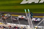 Restart: Elliott Sadler, Kevin Harvick Inc. Chevrolet leads the field