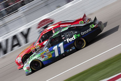 Jamie McMurray, Earnhardt Ganassi Racing Chevrolet and Denny Hamlin, Joe Gibbs Racing Toyota