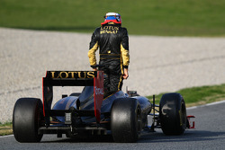 Vitaly Petrov, Lotus Renault F1 Team stops on track