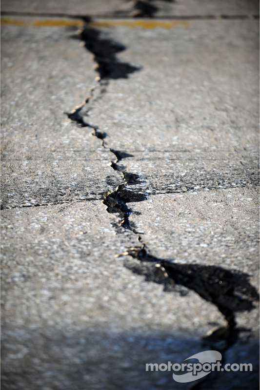 The infamous cracks in the Sebring cement