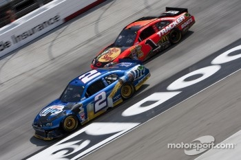 Brad Keselowski, Penske Racing Dodge and Jamie McMurray, Earnhardt Ganassi Racing Chevrolet