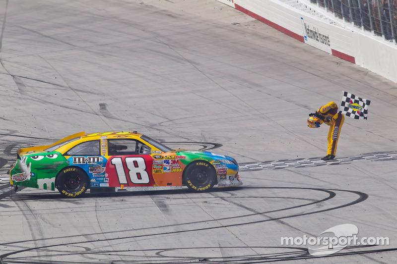 2011, Bristol 1: Kyle Busch (Gibbs-Toyota)