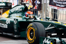 Alexander Rossi drives the Team Lotus F1 car during a street demo