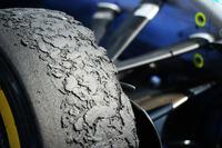 F1 写真 - Pirelli tyre on a Mercedes AMG F1 W07 Hybrid
