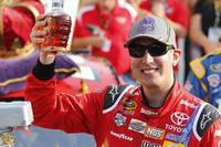 NASCAR Sprint Cup Foto's - Racewinnaar Kyle Busch, Joe Gibbs Racing Toyota