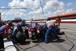 Takuma Sato, A.J. Foyt Enterprises Honda, pit action
