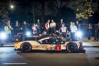 WEC Photos - Mark Webber dans les rues de Londres avec la Porsche 919 Hybrid LMP1