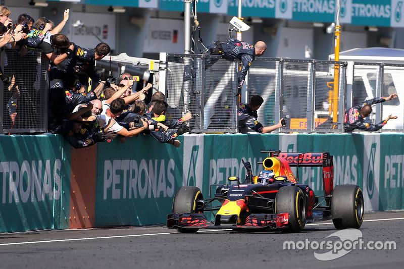 Гонщик Mercedes Росберг финишировал первым вквалификации Гран-при Японии