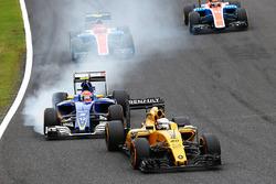 Kevin Magnussen, Renault Sport F1 Team RS16; Felipe Nasr, Sauber C35