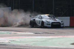 #20 Sumo Power GT Nissan GT-R: Enrique Bernoldi, Ricardo Zonta crashes